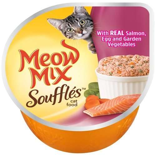Is it good for a cat to eat egg yolk every day?